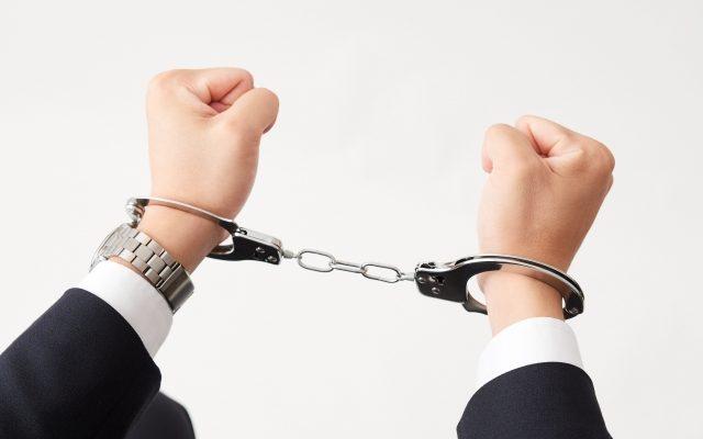 送出し機関からキックバックを受けた監理団体役員は逮捕されます。