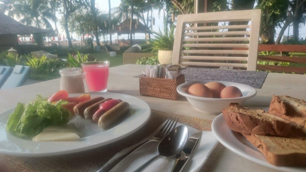 バリ島でリゾート気分を満喫しながらの朝食ビュッフェ