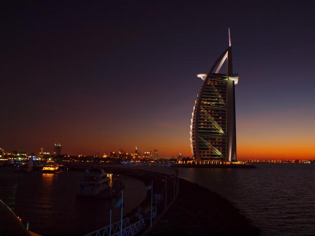 UAE(アラブ首長国連邦)のお客様へ日本製品を輸出
